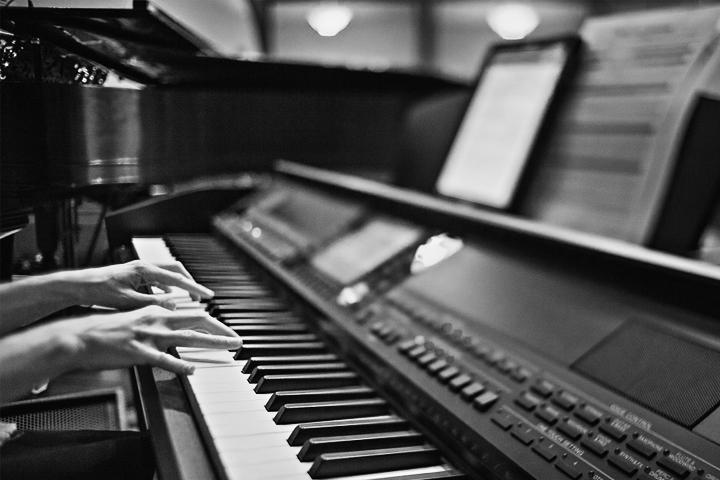 Best Digital Pianos under 1000