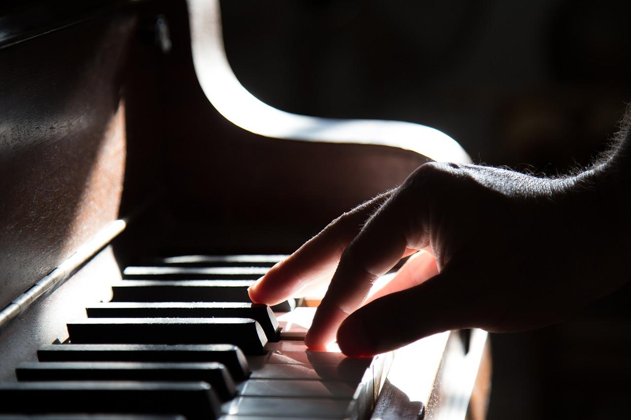 piano handling